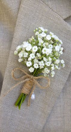 Wedding Flower Ideas | Baby's Breath Boutonniere | Spring Wedding Flowers