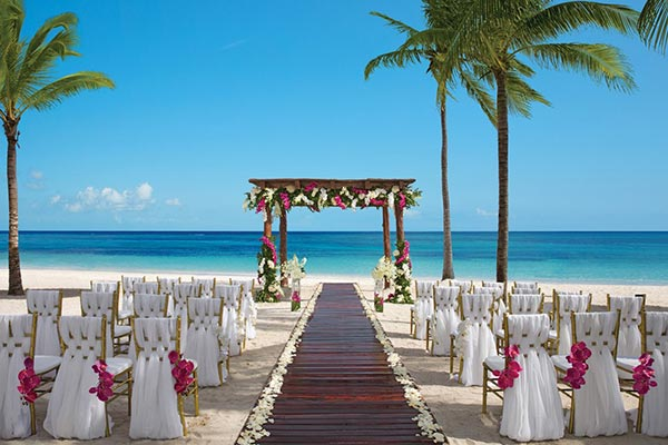 Destination Weddings in Mexico | Rivieria Maya | Beach ceremony at 5 star resort