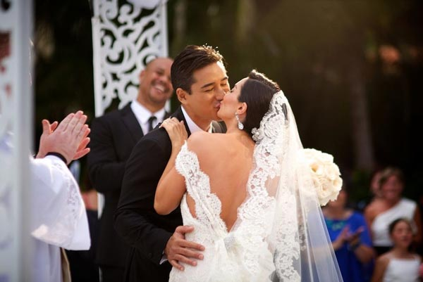 Celebrity Wedding Photos and Ideas: Mario Lopez First Kiss